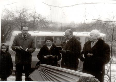 Draudzes pirmais mācītājs – Antons Lāčkāja (vidū ar sievu) amatā no 1973. gada līdz 1988. gadam.